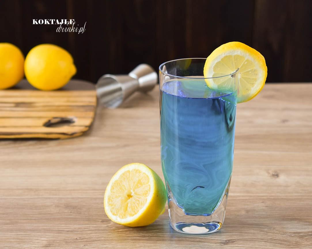 Drink Blue Lagoon, Błękitna Laguna o błękitnej barwie dzięki Blue Curacao.