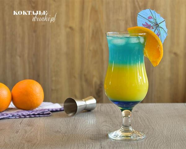 Drink z wódką, Double Ocean o kolorystyce dwóch błękitów otaczających kolor żółty.