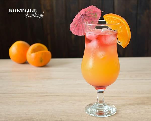Drink Hot Blooded o 3 warstwach, na górze i na dole czerwień, po środku pomarańcza.