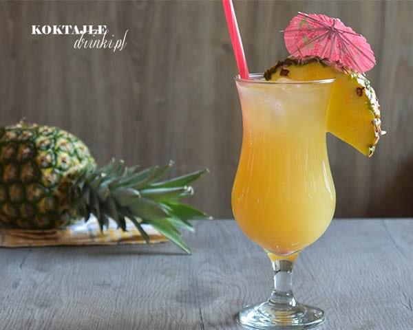 Malibu Express o barwie żółtej w szkance Hurricane ozdobioną kawałkiem ananasa oraz jasną czerwoną słomką