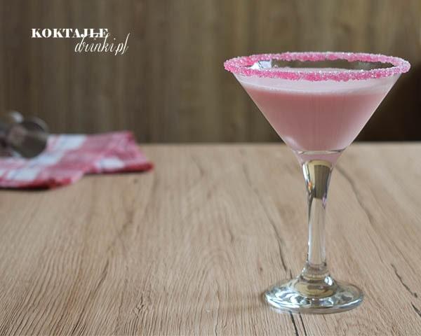 Drink z malibu, Pink Lady po prawej stronie kadru, o barwie różowej.