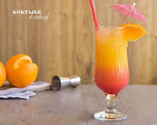 Drink Tequila Sunrise z wyglądu przypomina wschód słońca. Z samego dołu drinka wyłania się czerwona poświata, na górze pomarańcz.