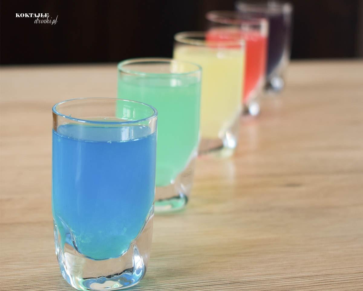Pięć shotów kamikadze, kamikaze, nie tylko niebieskie, blue, ale też różne warianty.